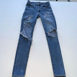 American Eagle outfitters Hi-Rise Jeans size 2